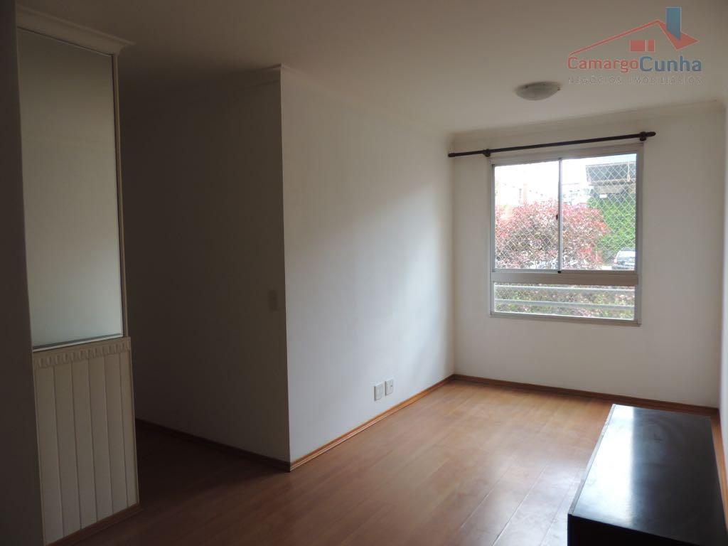 Apartamento com 49 metros, possui 02 dormitórios e uma vaga.