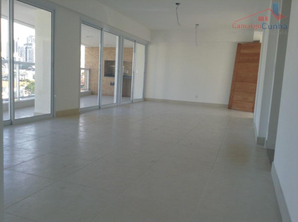 Apartamento bem localizado com 143 metros, sendo 03 suítes e três vagas.