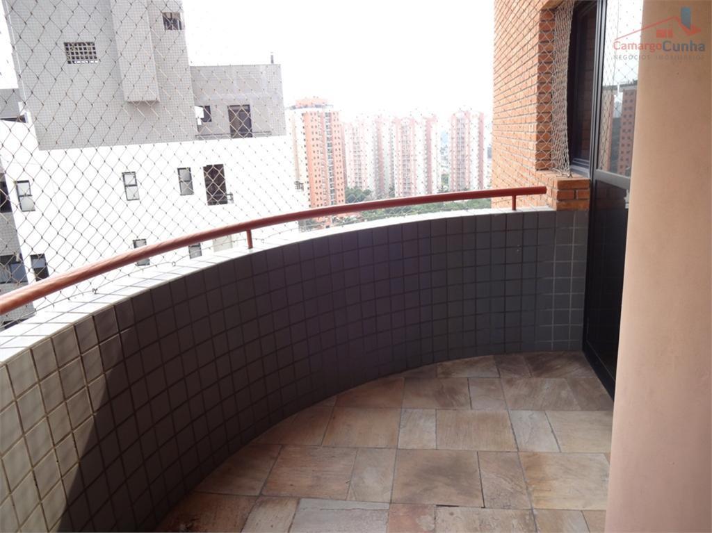 Apartamento com 137 metros ao lado do Portal do Morumbi, pertinho de tudo.
