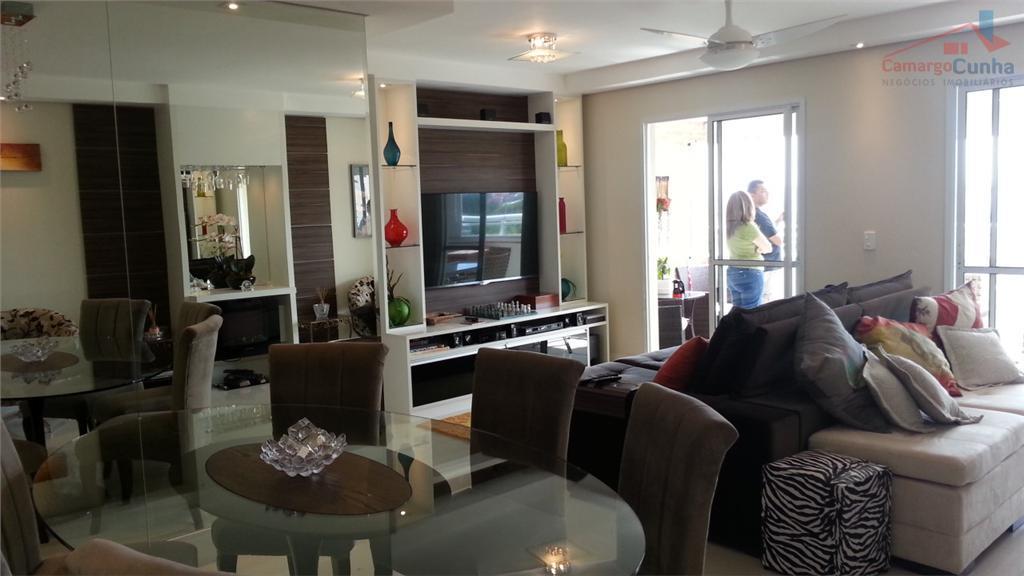 Impecável!!! Apartamento com 3 suítes, 2 vagas e varanda com churrasqueira.
