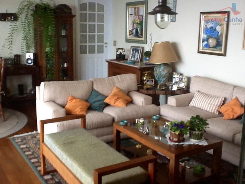 Oportunidade, prédio todo reformado, apartamento todo mobiliado e decorado.