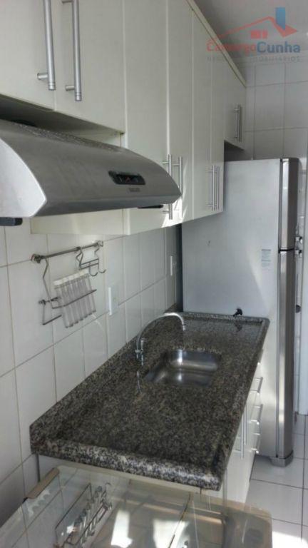 Apartamento com 2 dormitórios semi mobiliado, bem localizado, valor de ocasião.