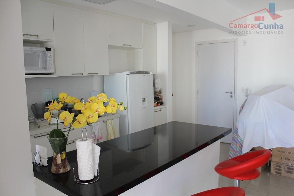 Apartamento com 77 metros, 02 dormitórios sendo 01 suíte e 01 vaga.