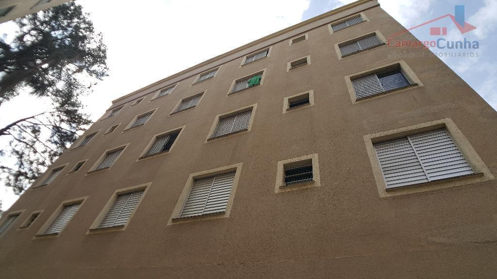 apartamento com 3 dormitórios, sala com dois ambientes e uma vaga. imóvel totalmente reformado, cozinha planeja...