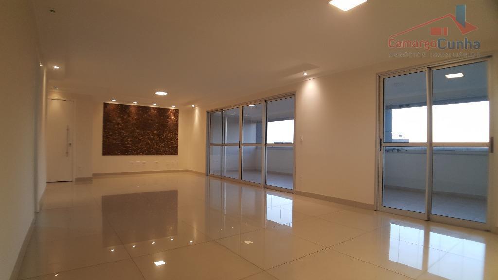 Belíssimo apartamento com 172 metros, 03 suítes e 03 vagas.