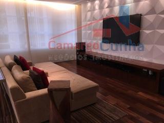 excelente localização, apartamento recém-reformado, ambientes claros e ensolarados, bate sol em todos os ambientes, o dia...