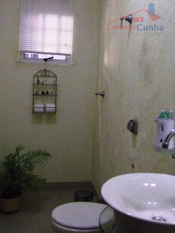excelente sobrado 280m², acabamento em porcelanato e mármore travertino, 04 dormitórios sendo 3 suítes com closet,...