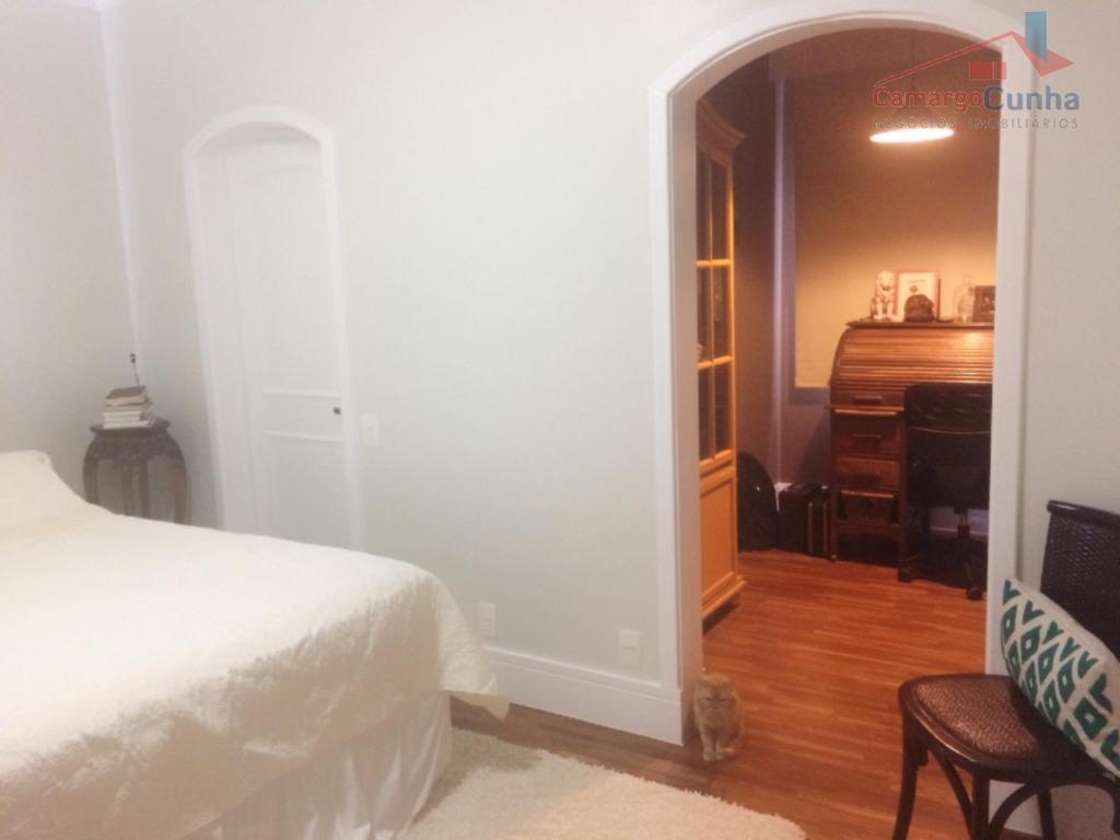 apartamento alto padrão com 160 m² possui 03 dormitórios sendo 01 suíte e 02 vagas de...