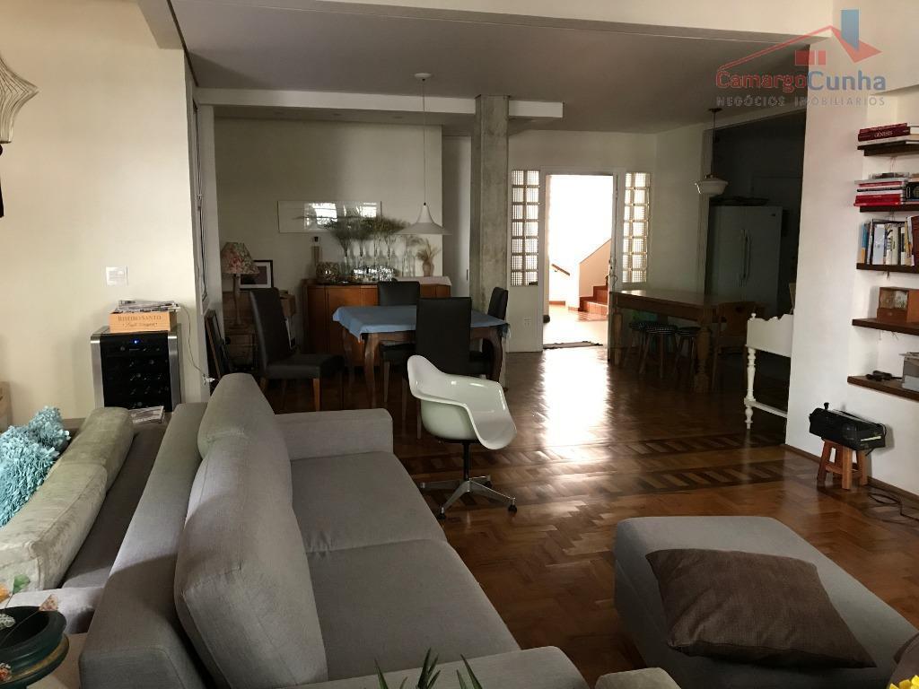 Belíssimo Apartamento bem localizado com 165 metros, 3 dormitórios sendo uma suíte