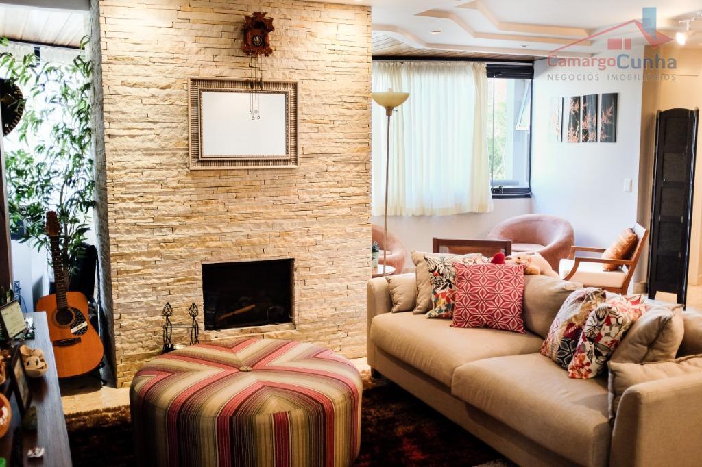 Apartamento bem localizado com 160 metros, 03 dormitórios sendo 02 suítes e 02 vagas.