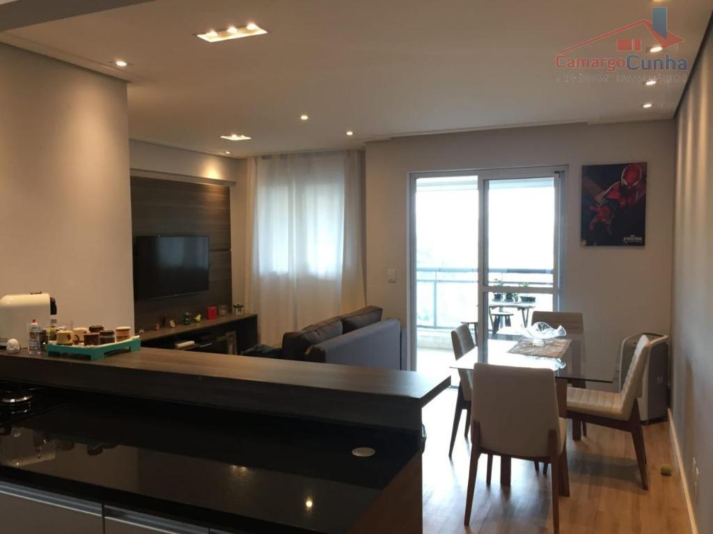 Apartamento com 72 metros, 02 dormitórios sendo 01 suíte e 01 vaga.