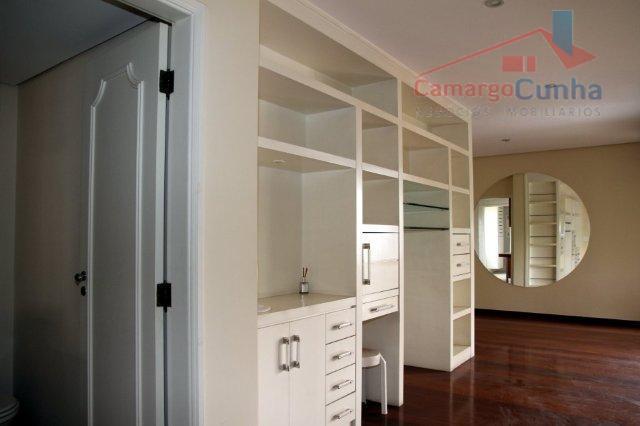 Apartamento alto padrão com 137 metros, 03 suítes e 03 vagas.