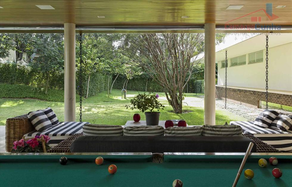 a casa possui 06 suítes com closet, sala de estar, sala de tv, sala de jogos,...