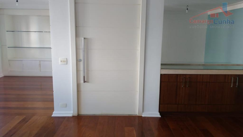 Apartamento com 180 metros, 4 dormitórios sendo uma suíte e 2 vagas