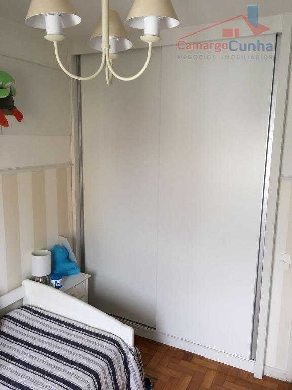 apartamento com 82 m², possui 3 dormitórios sendo 1 suíte e 2 vagas de garagem, sala...