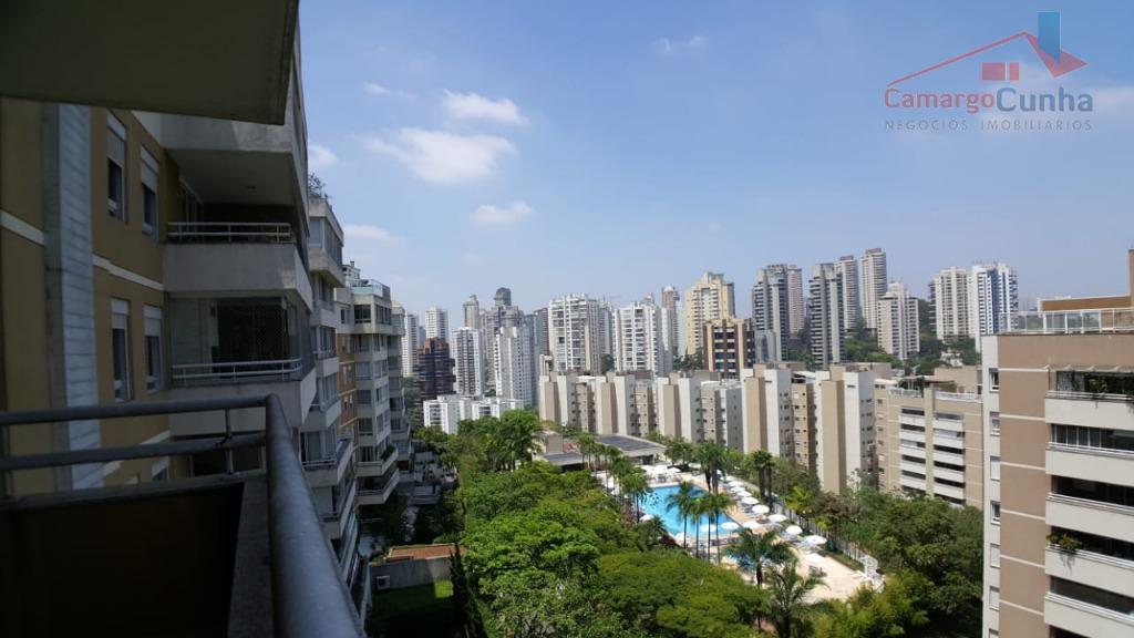 Aceita Permuta!!! Apartamento bem localizado com 121 metros, 3 dormitórios sendo duas suítes e 2 vagas.