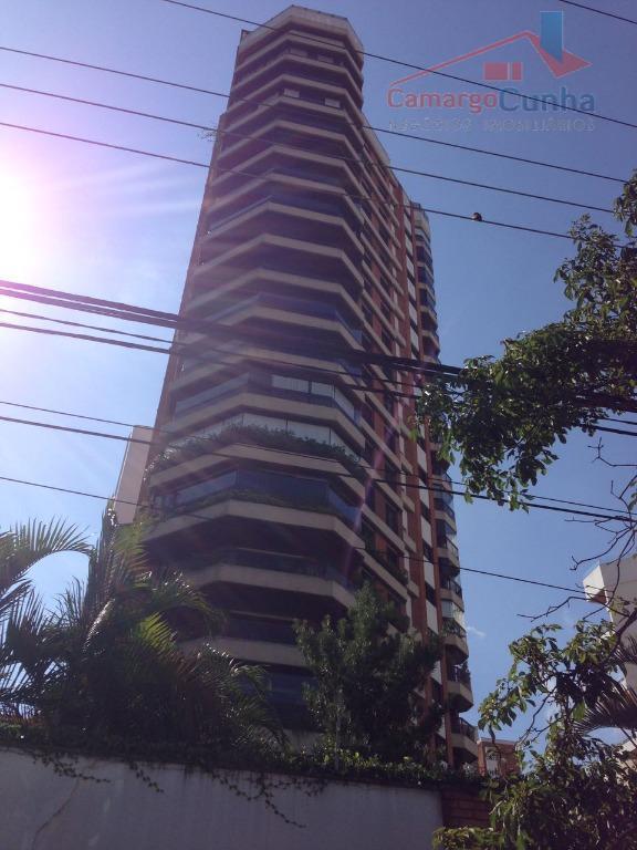 ACEITA PERMUTA! Apartamento com 276 metros, 4 dormitórios sendo duas suítes e 3 vagas