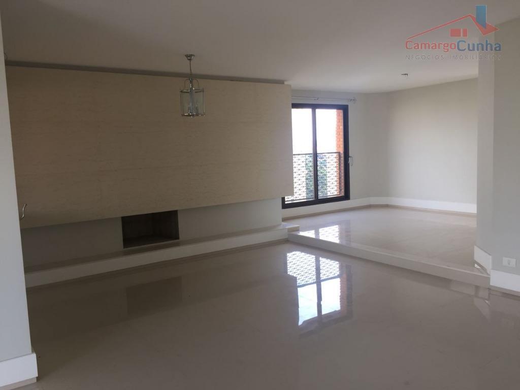 Apartamento com 276 metros, 04 dormitórios sendo 02 suítes e 03 vagas.