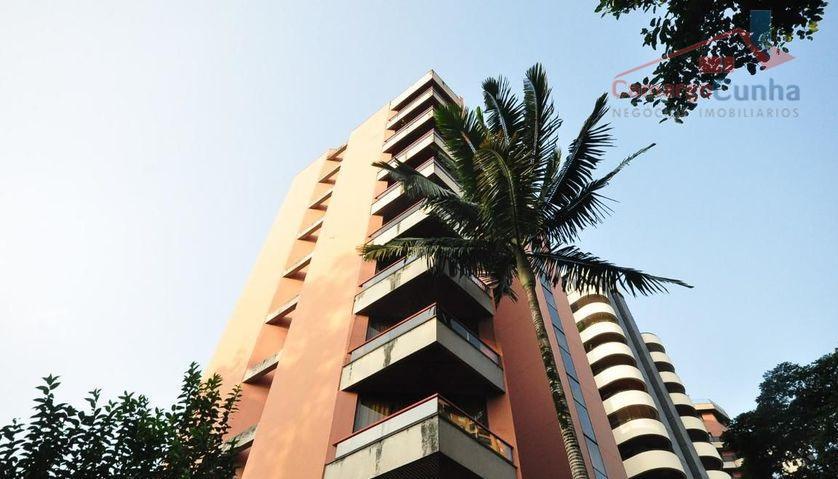Aceita Permuta! Ap com 157 metros, 4 dormitórios sendo três suítes e 3 vagas