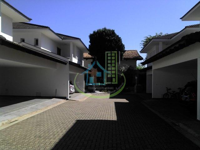 linda casa de condomínio de alto padrão, no alto da boa vista, atrás da chácara flora,...