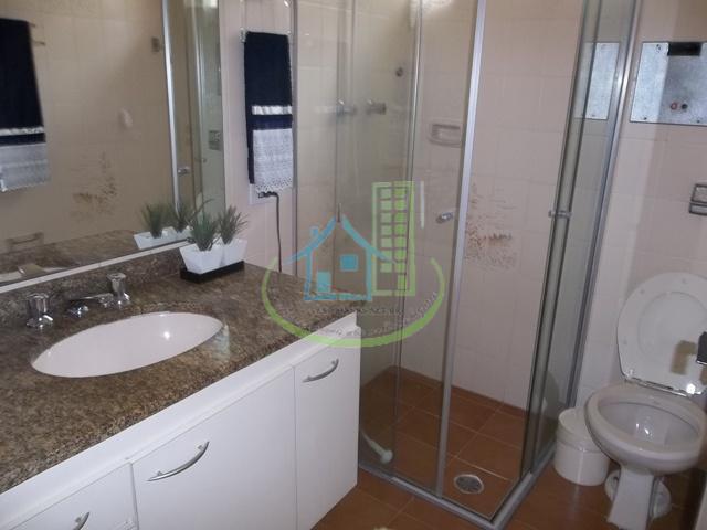 excelente sobrado com 03 dormitórios, 01 suítes,living 02 ambs, 04 banheiros, lavanderia, quintal,portão automático e 02...