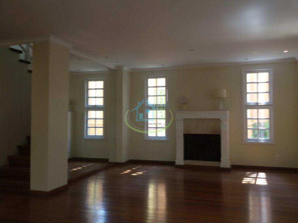 excelente sobrado em condomínio fechado com 04 dormitórios, sendo 02 suite, banheiro social, living para 03...