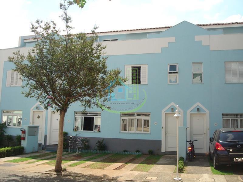 Casa em condomínio com 3 dormitórios ( 2 suites ), 2 vagas.