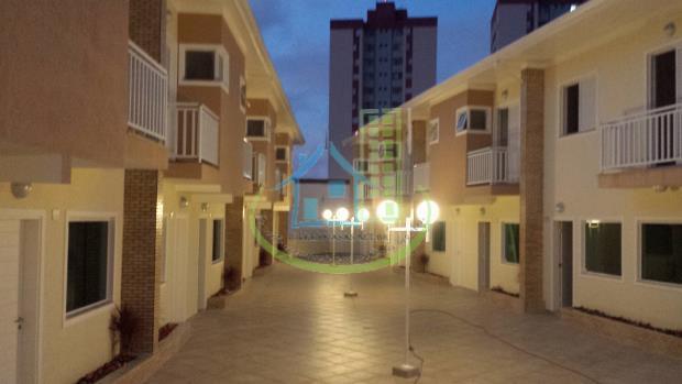 excelente sobrado em condomínio fechado, com 3 dormitórios sendo 1 suite,living para 2 ambientes,quintal com churrasqueira,2...