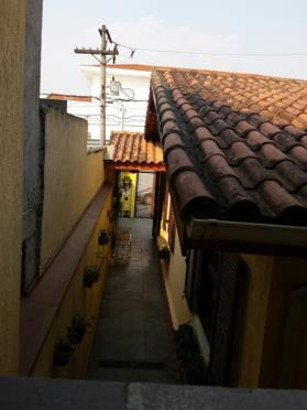 casa térrea, excelente localização, com armários embutidos, 2 dorms, living,quintal, lavanderia e 2 vagas.armários planejados, cozinha...