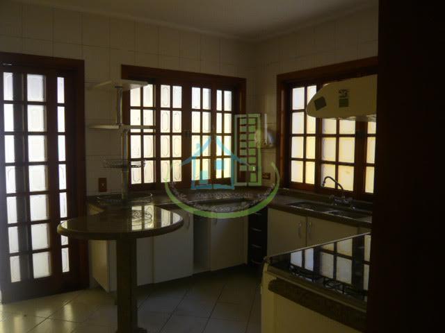 casa ampla com sala para 2 ambientes e piso porcelanato, lavabo, cozinha planejada, lavanderia, 3 dormitórios...