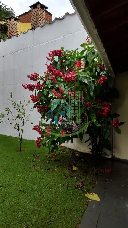Sobrado de 4 dormitórios em Jardim Guarapiranga, São Paulo - SP
