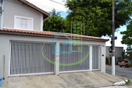 Confortável Sobrado No Campo Grande, 3 Dorm. (1 Suite), 3 Vagas.