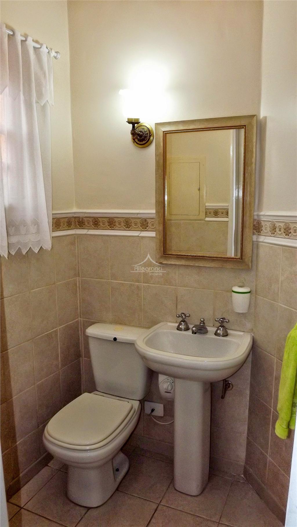 sobrado de 150 metros com 3 dormitórios,sendo 2 banheiros,sala 2 ambientes,cozinha com porcelanato,área de serviço,garagem para...