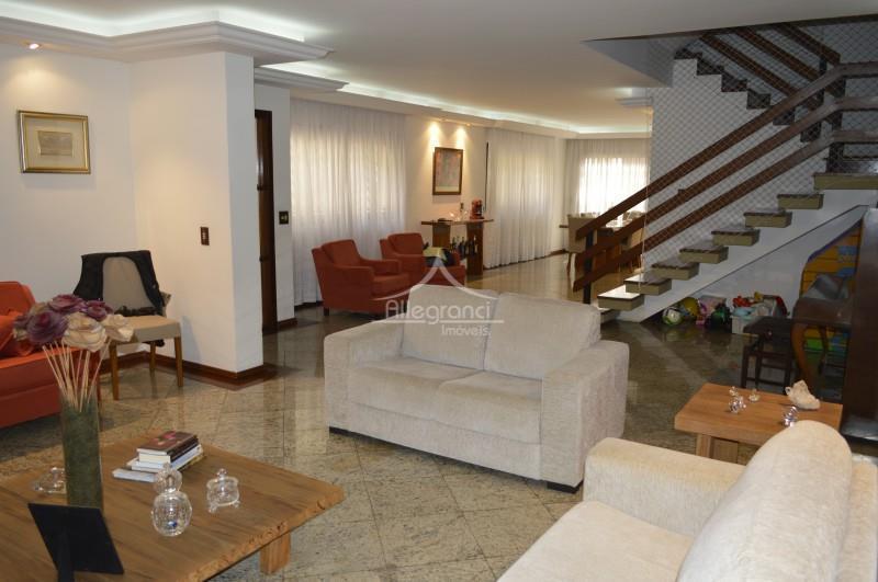 sobrado 420 metros,com 3 suítes,acabamento impecável em granito e madeira de lei,escritório,piscina aquecida,6 banheiros,garagem para 4...