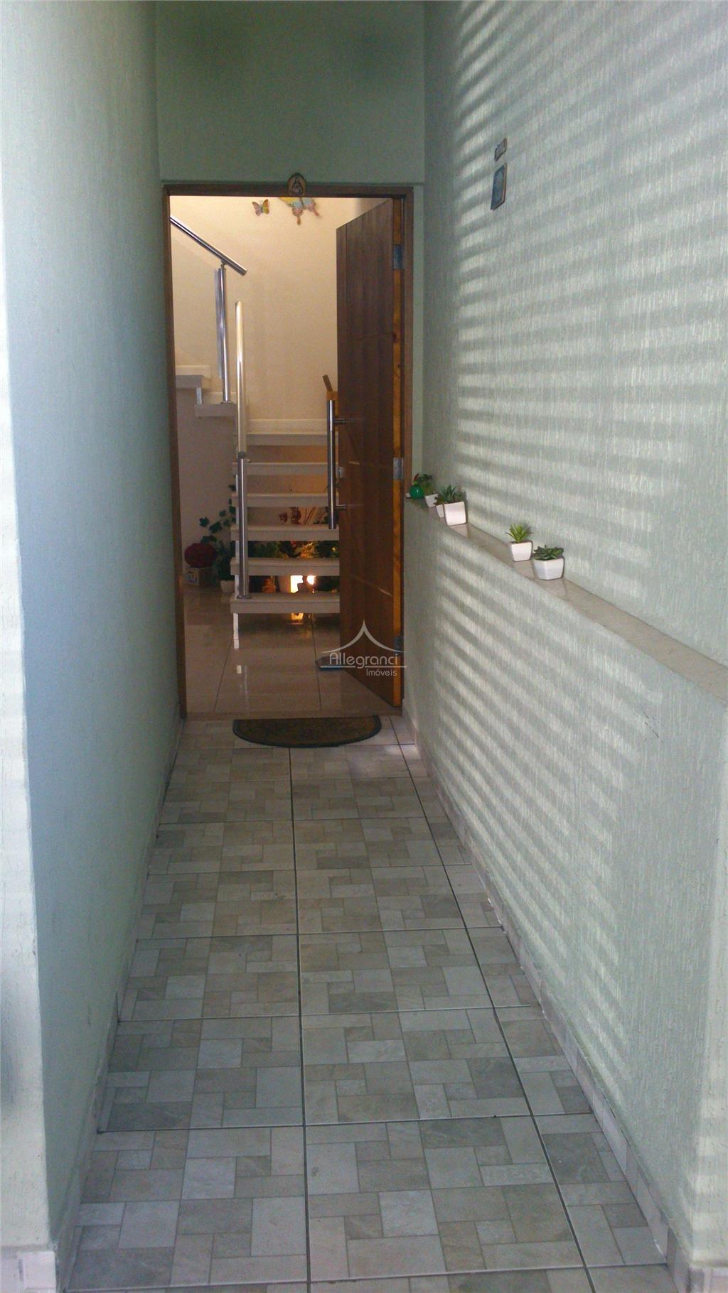 sobrado com 3 dormitórios sendo 1 suite,sala 2 ambientes medindo aprox. 35 m quadrados,cozinha,copa,tendo mais 2...
