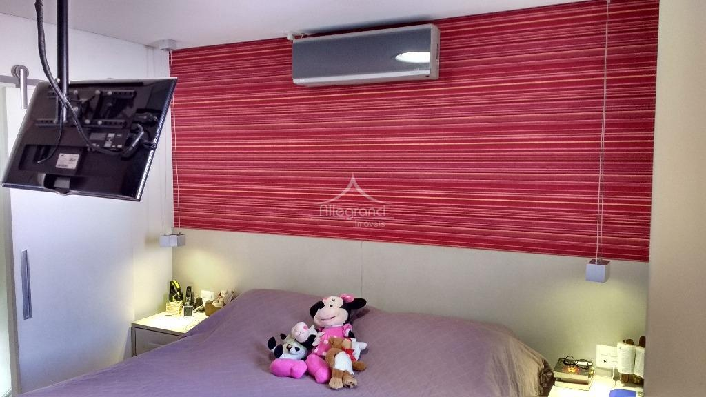 sobrado em vila fechada, 3 vagas, sistema de ar condicionado, finamente decorado, 3 dorm. sendo uma...