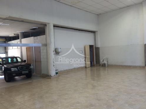 salão comercial- 4 banheiros,com 510 metros quadrados.frente 12 metros,02 portas altas para entrada de caminhões,fundos com...