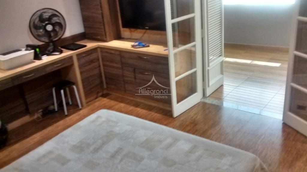 sobrado com 3 dormitórios sendo 1 suite,com armários planejados,sala ampla,cozinha com armários,varanda,churrasqueira,2 vagas de garagem,lindo imovel.terreno...