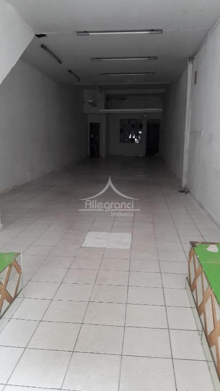 salão comercial de 150 metros com 2 banheiros,cozinha,salão e um salão nos fundos,próximo ao metro d.pedroii