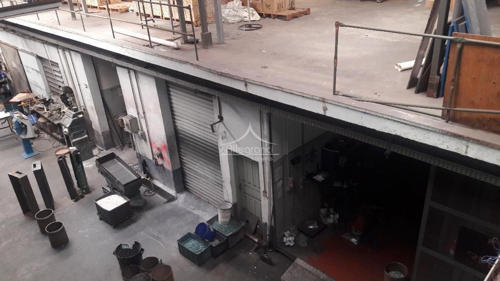 galpão comercial com 4.750 metros sendo 2 andares,com varias salas ,refeitório,banheiros,entrada para caminhão,sendo 10 minutos a...