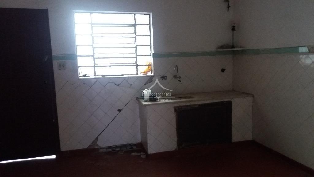 casa, sobrado, 2 salas amplas, cozinha ampla, quintal, despensa, 2 wcs, 2 dormitórios, necessita de revitalização