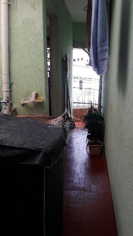 sobrado de 2 dormitórios,sala,cozinha,1 banheiro,área de serviço,um salão na parte de baixo,próximo a salim maluf