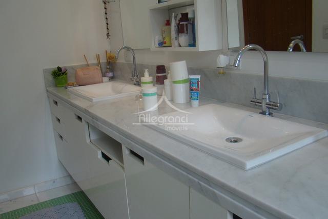 casa linda em condomínio fechado.298 m² de cosntrução1200 m² de terreno ( 20 x 60 )3...