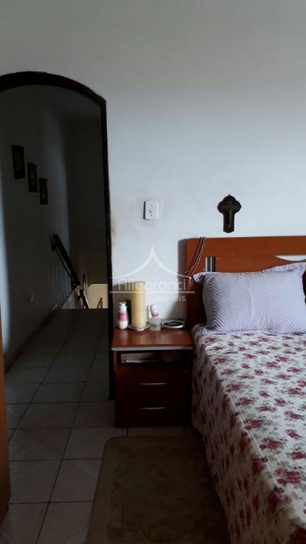 ótimo sobrado sala grande3 dormitórios sendo 1 com sacadacopa e cozinha2 banheirosárea de serviço grandequintal lateral2...