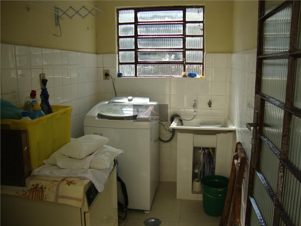sobrado,proximo ao metro belem,240 metros de área construida com 3 dormitorios,2 salas grandes,cozinha,lavanderia,2 banheiros,quintal nos fundos,para...