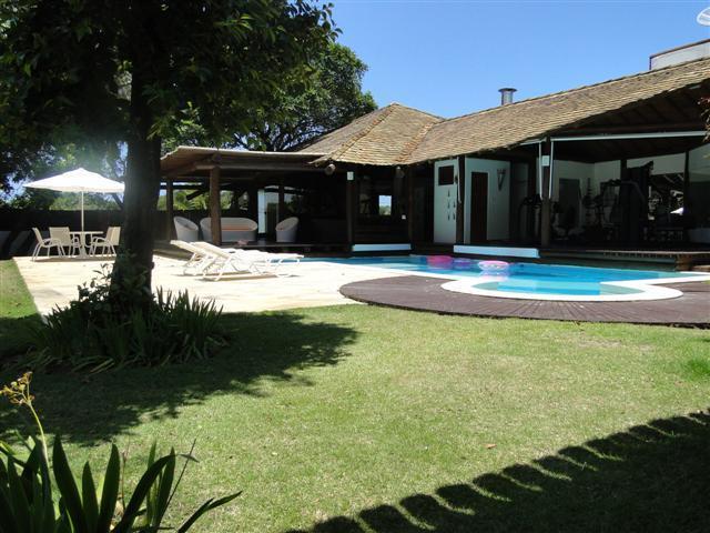 Guarajuba - Casa ampla - 4 suítes com ar - Piscina - Academia - 1000m²
