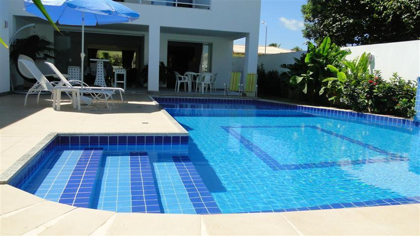Casa Ampla - 5 Suites com ar split - Piscina - Quiosque com churrasqueira a 60 metros do mar