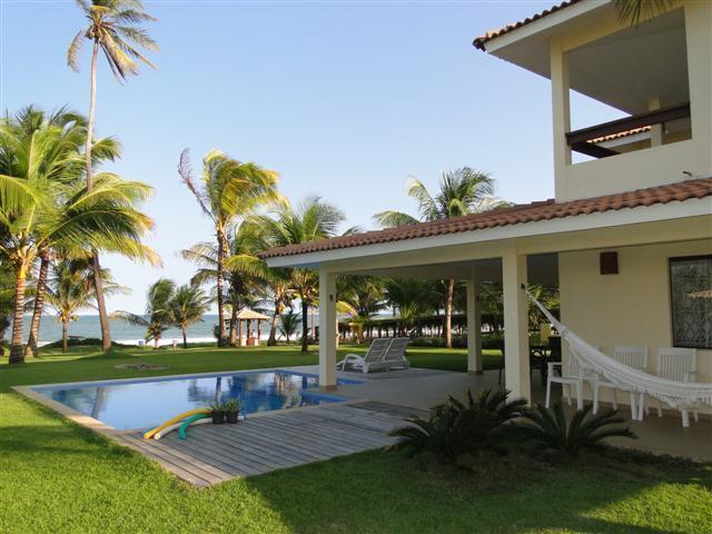 Casa Frente mar Guarajuba - Pé na areia - 5/4 com piscina e churrasqueira