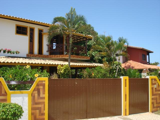 Praça de Guarajuba - 5/4 sendo 03 suites - Piscina e Quiosque com Churrasqueira a 100 metros do mar - Excelente localização.