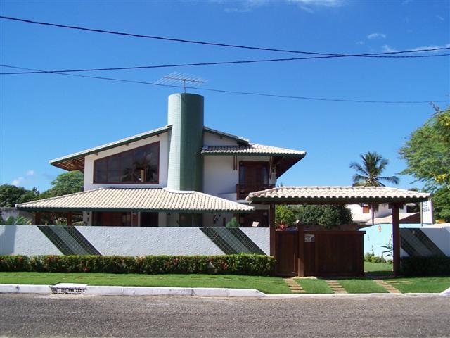 Vendo casa 4/4 - 3 suítes com piscina - Condomínio Mar azul